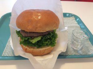 東大阪市吉田駅の近くのハンバーガーショップの美味しそうなハンバーガー♪