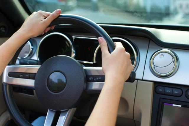 中古車の購入とカーリースの利用を比較