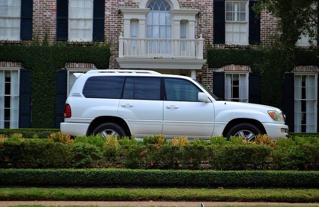【徹底比較】SUVに乗るならローンとカーリースどちらがお得?のアイキャッチ画像