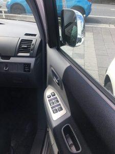 中古車カーリース トヨタヴォクシー パワーウインドウ 内装