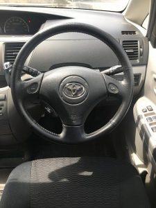 中古車カーリース トヨタヴォクシー ハンドル 内装