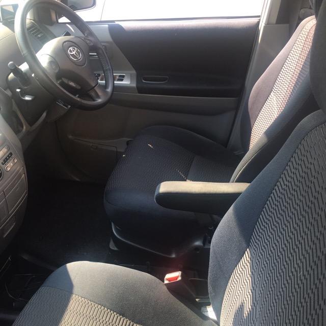 中古車カーリース トヨタヴォクシー 運転席 内装