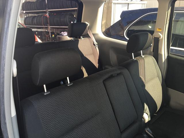 中古車カーリース トヨタヴォクシー 後部座席 内装