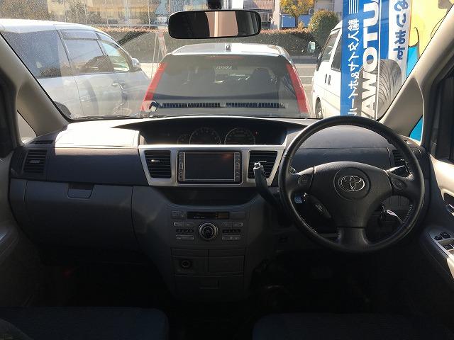 中古車カーリース トヨタヴォクシー 運転席 ハンドル 内装